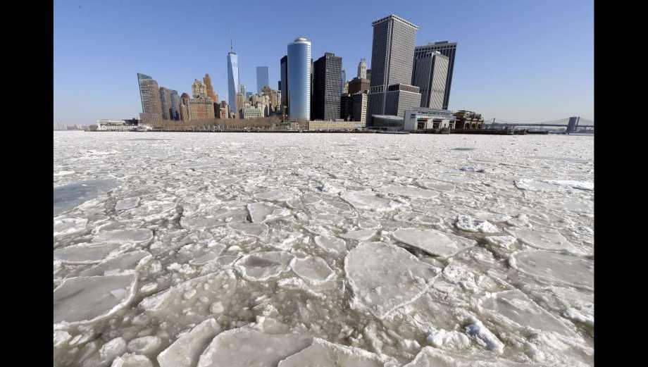 Una nueva ola de frío congela Nueva York (FOTOS)
