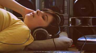 OMS: música alta causaría daños auditivos a millones de jóvenes