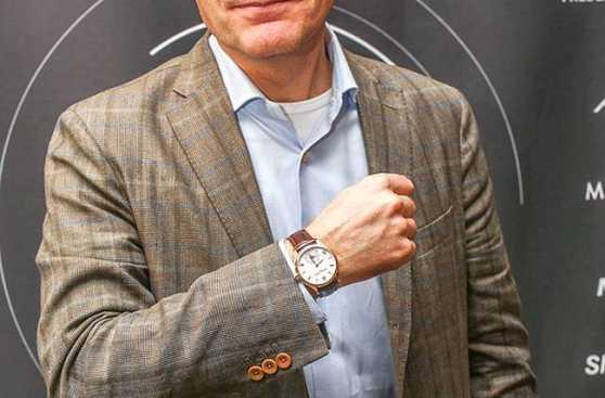 Suiza ya empezó a fabricar relojes inteligentes de lujo