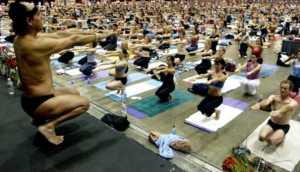 EEUU: famoso maestro de yoga es acusado de violación