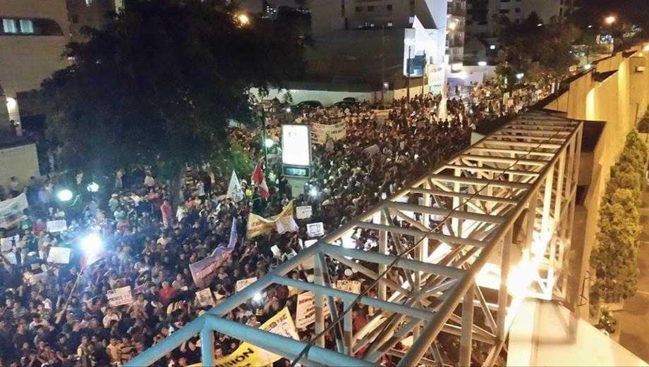 Marcha contra TV basura dejó tráfico y desmanes a su paso