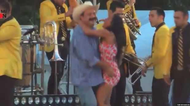 Alcalde que 39 rob poquito 39 levanta vestido a una joven en baile latinoam rica mundo el - Mesa que se levanta ...