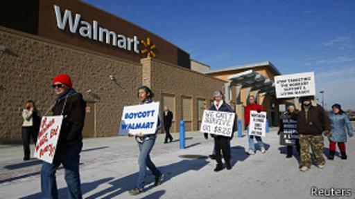 Walmart es constante objeto de controversia por las precarias condiciones de algunos de sus empleados.