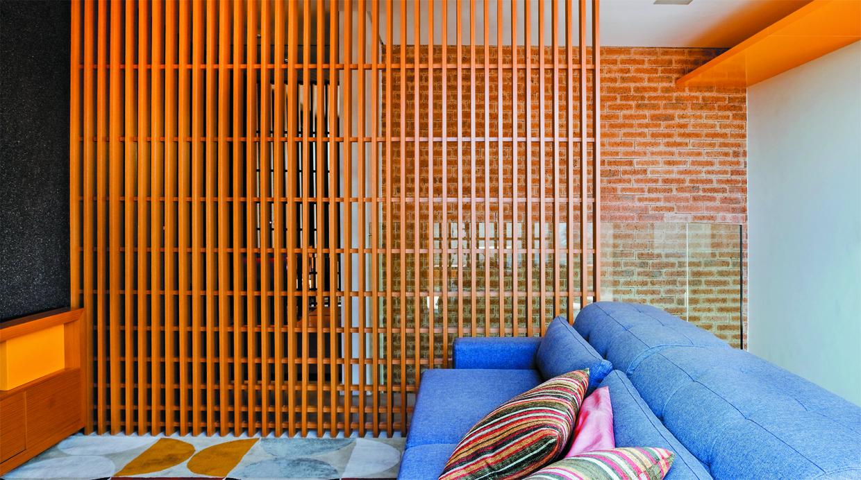 Casa ordenada seis ideas para separar ambientes foto for Puertas de madera para separar ambientes