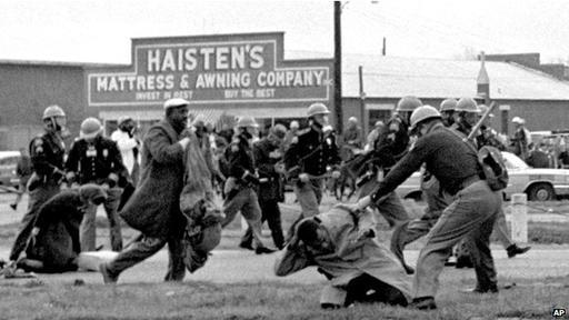 La intención de los líderes negros era orquestar protestas que lograran una respuesta tan agresiva que pesara en la conciencia del presidente, en aquél caso John F. Kennedy, y que le obligara a actuar.