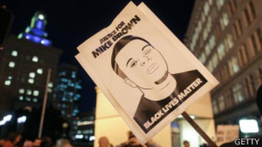 Las muertes de Michael Brown en Ferguson y Eric Garner en Nueva York, ambos a manos de la policía, han sido los más recientes acicates de la protesta.