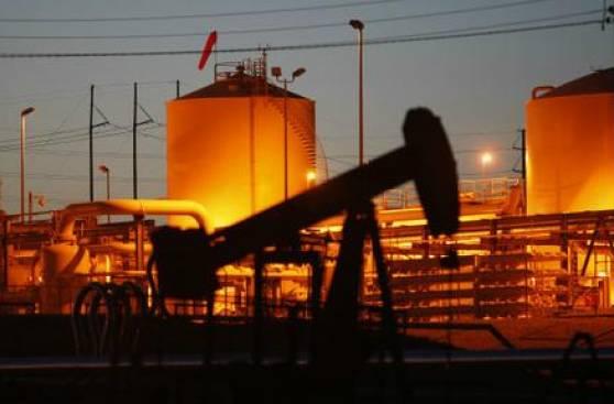 Petróleo: ¿Por qué se acumulan millones de barriles en buques?