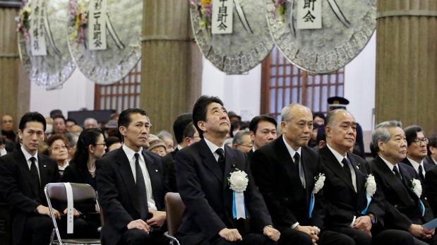 El primer ministro japonés en la ceremonia por las víctimas. (Reuters)