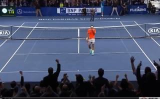 Niño sorprendió a Roger Federer con un espectacular 'globito'