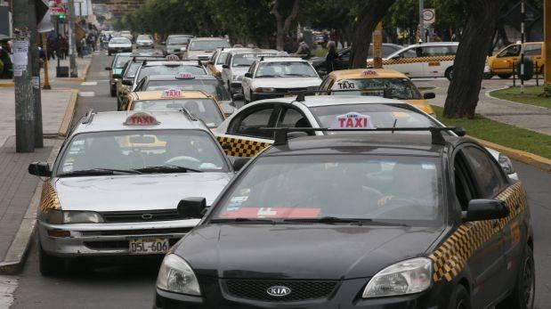 En Lima sobran taxis: hay 130% más de lo que se necesitaría