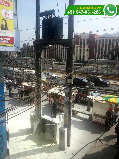 Usuario informó que las conexiones están superpuestas y simbolizan un gran riesgo para peatones (Foto: WhatsApp/El Comercio)