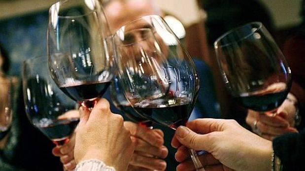 Científicos crean método para hacer un vino que no deja resaca