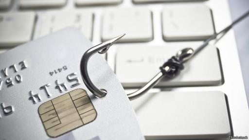 Los grupos que organizan estafas tratan de obtener los datos de la tarjeta de crédito.