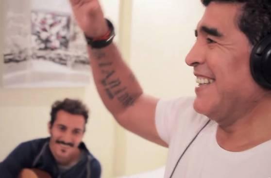 Fútbol y música: otros jugadores que incursionaron en el canto