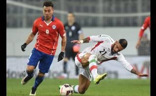 Chile, con Arturo Vidal en la banca, perdió 2-0 ante Irán