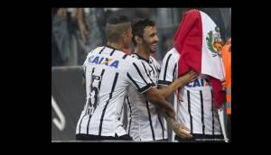 Paolo Guerrero y las fotos de su celebración con la bandera