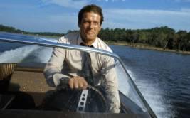Roger Moore negó comentario racista sobre James Bond