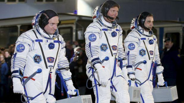 Los tres astronautas que partieron el viernes: Scott Kelly, Mikhail Kornienko y Gennady Padalka. (Foto: REUTERS/Maxim Zmeyev)