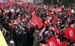 Miles de tunecinos marchan en contra del terrorismo
