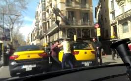 YouTube: taxistas protagonizan pelea en Barcelona
