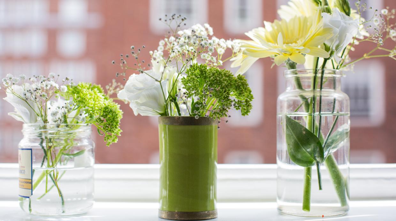 Utiliza los envases de vidrio para decorar tu casa con for Envases de vidrio decorados