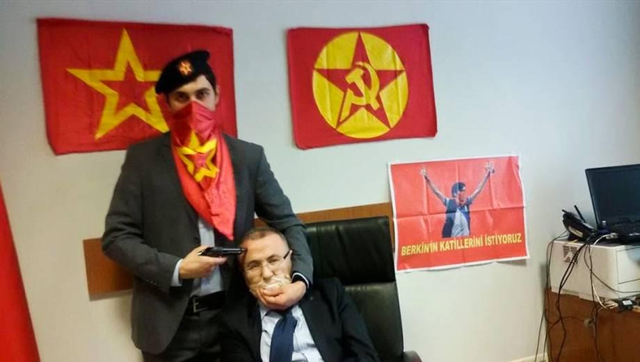 Turquía: El impactante secuestro de un fiscal en pleno tribunal