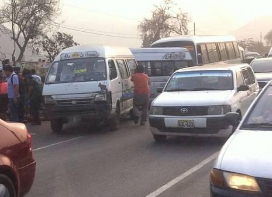 'Chosicanos' provocan triple choque en Carretera Central