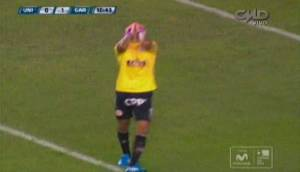 Raúl Fernández y su terrible 'blooper' en primer gol (VIDEO)