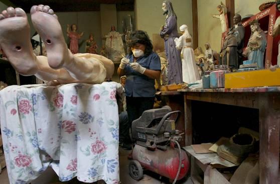 La restauradora que recupera obras religiosas hace 15 años
