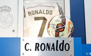 Cristiano Ronaldo se llevó el balón firmado por sus compañeros