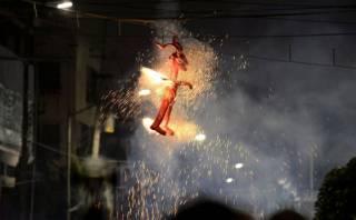 Quema de Judas políticos, una centenaria tradición mexicana