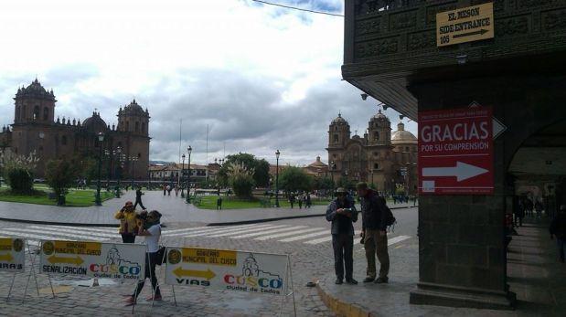 Con esa señalización de desvíos lucen los ingresos a la Plaza de Armas de Cusco. (Foto: Cusco en Portada)