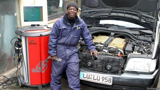 El rey tiene un taller mecánico en Alemania.