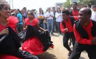 Ollanta Humala y Nadine Heredia bailaron festejo en Cañete