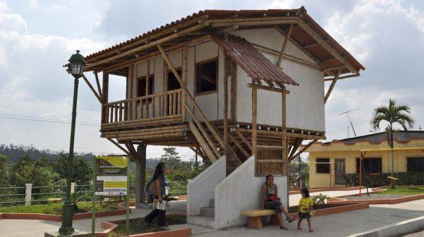 Educaci n para el cambio construyen viviendas de bamb for Coste construccion vivienda unifamiliar