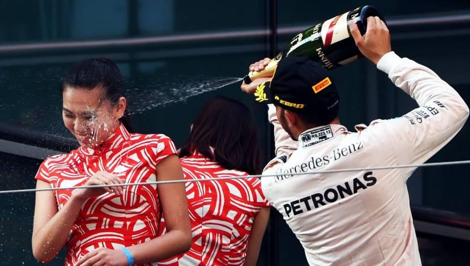 Hamilton ganó y se desquitó con anfitrionas del GP de China