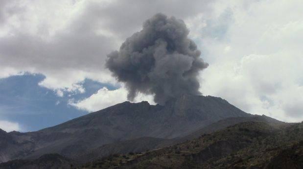 Volcán Ubinas: reportan deslizamientos de lodo y ceniza