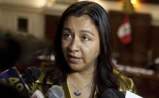 Abugattás se enfrenta a Espinoza por citación a Nadine Heredia