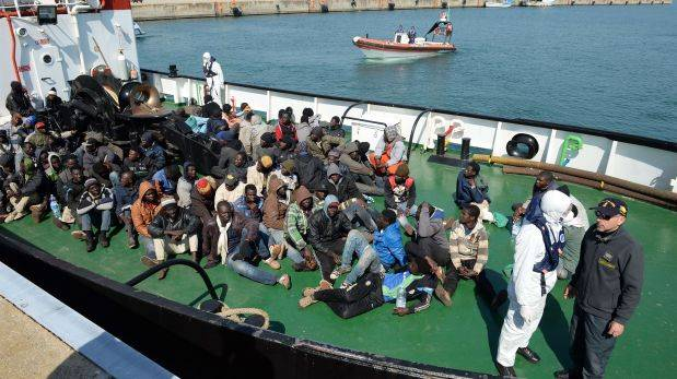 Musulmanes arrojan al mar a doce inmigrantes cristianos