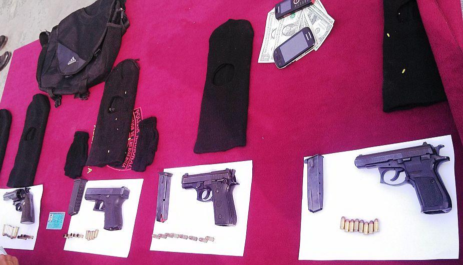 La policía halló cuatro armas de fuego en vehículo de asaltantes (USI)