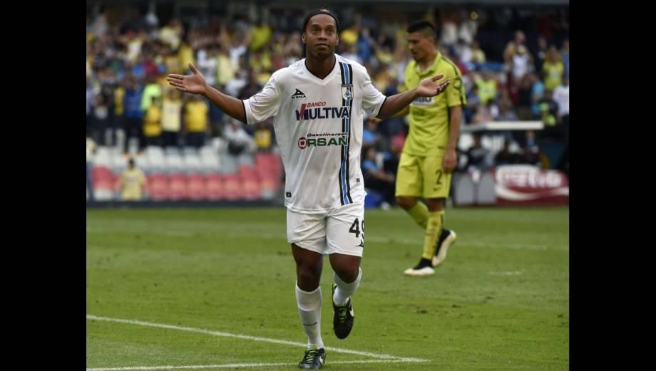 Ronaldinho: lo aplaudieron en el Azteca como en el Bernabéu