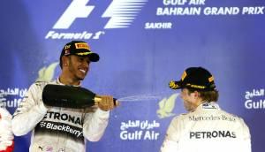 Lewis Hamilton: ahora Nico Rosberg recibió champán en la cara