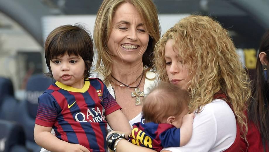 Shakira llevó por primera vez a Sasha al Camp Nou