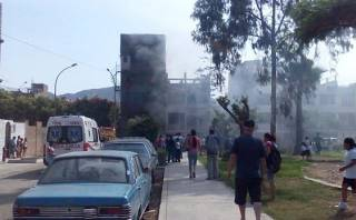 Incendio en SJL: bomberos rescataron a familia por deflagración