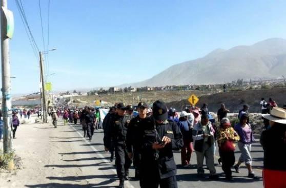 Paro contra Tía María en Arequipa: bloquean puente Añashuayco