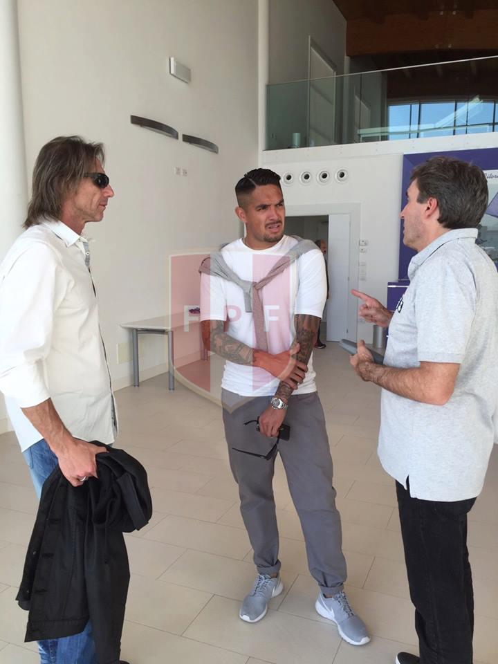 Gareca, Vargas y Bonillo en Florencia. (Foto: FPF)