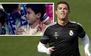 Cristiano Ronaldo emocionó a niño con un hermoso gesto (VIDEO)
