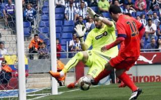 Barcelona: Messi definió casi sin ángulo para anotar a Espanyol