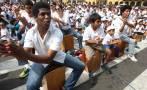 Masiva cajoneada en Plaza de Armas bate récord Guinness [Fotos]