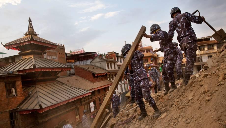 Nepal busca bajo los escombros a sobrevivientes del terremoto